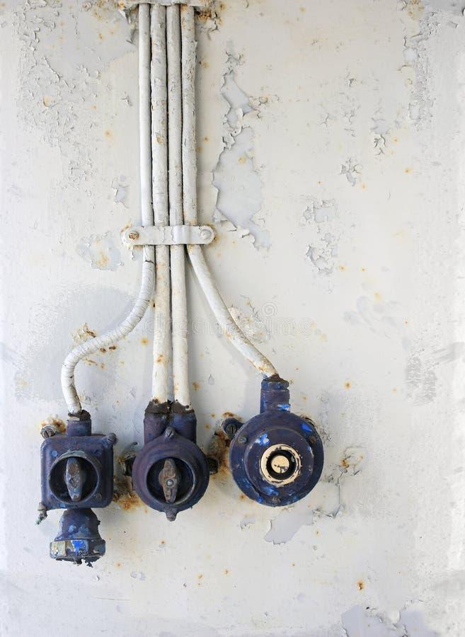 Gealterte Elektrische Knöpfe - Vertikale Stockfoto - Bild von grunge ...