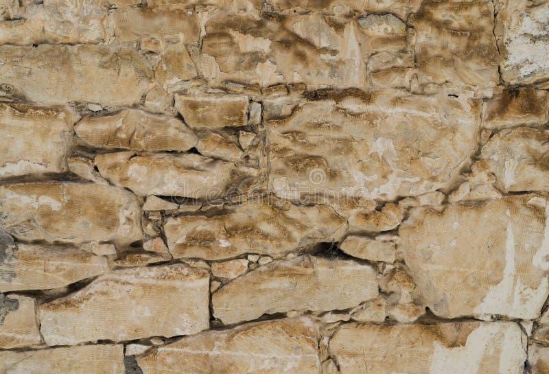 Gealterte Oberteilfelsen-Steinwandbeschaffenheit oder -hintergrund lizenzfreies stockbild
