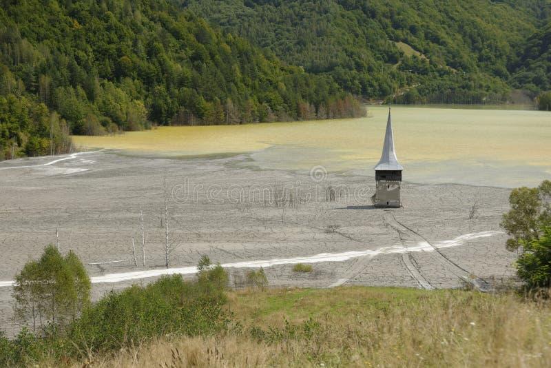 Geamanakerk op verontreinigd meer royalty-vrije stock fotografie