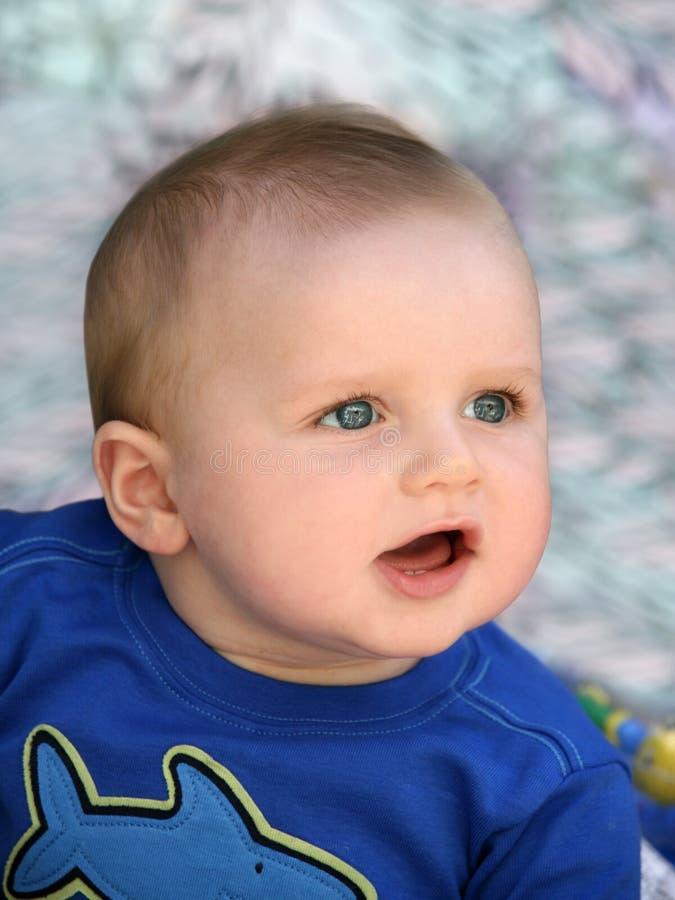 Geamuseerde baby royalty-vrije stock fotografie
