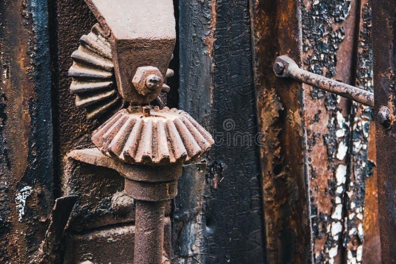 Gearwheel σιδήρου στην ατμομηχανή στοκ εικόνα με δικαίωμα ελεύθερης χρήσης