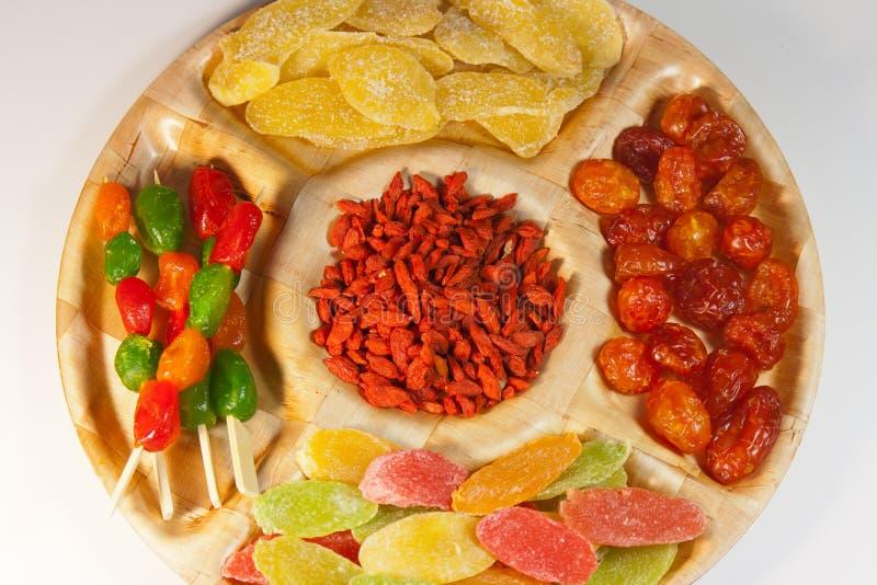 Geassorteerd gedroogd fruit op een schotel voor een partij royalty-vrije stock afbeeldingen