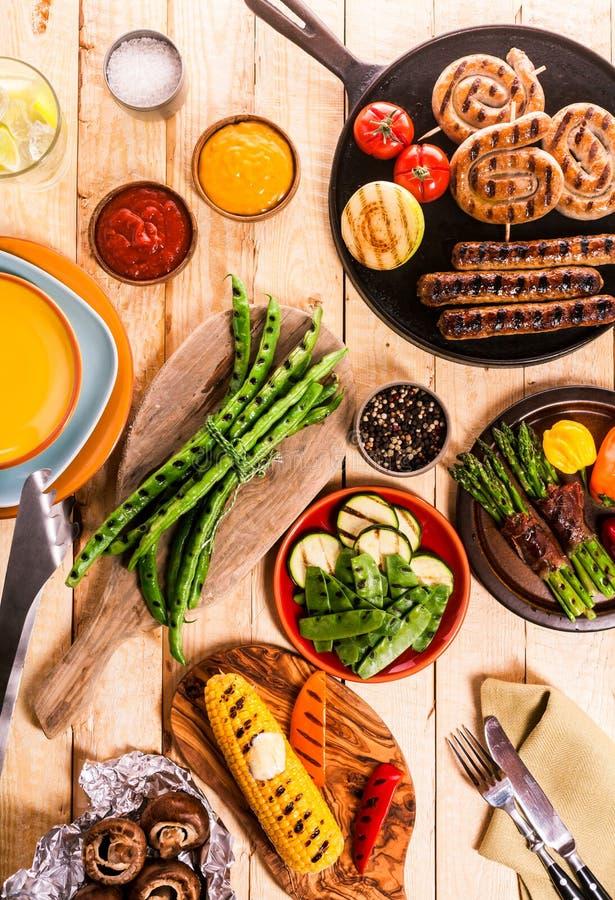 Geassorteerd geroosterd voedsel van een de zomerbarbecue royalty-vrije stock fotografie