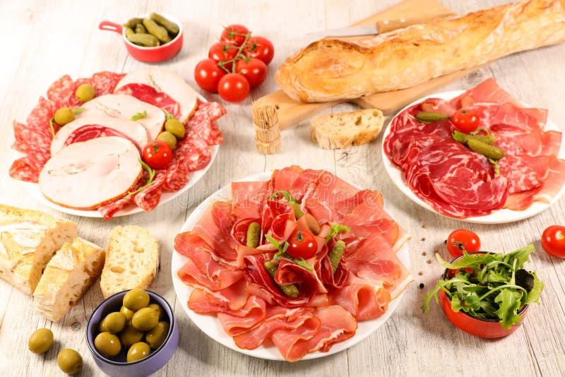 Geassorteerd salami en bacon stock afbeeldingen