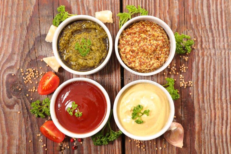 Geassorteerd saus en ingrediënt stock fotografie