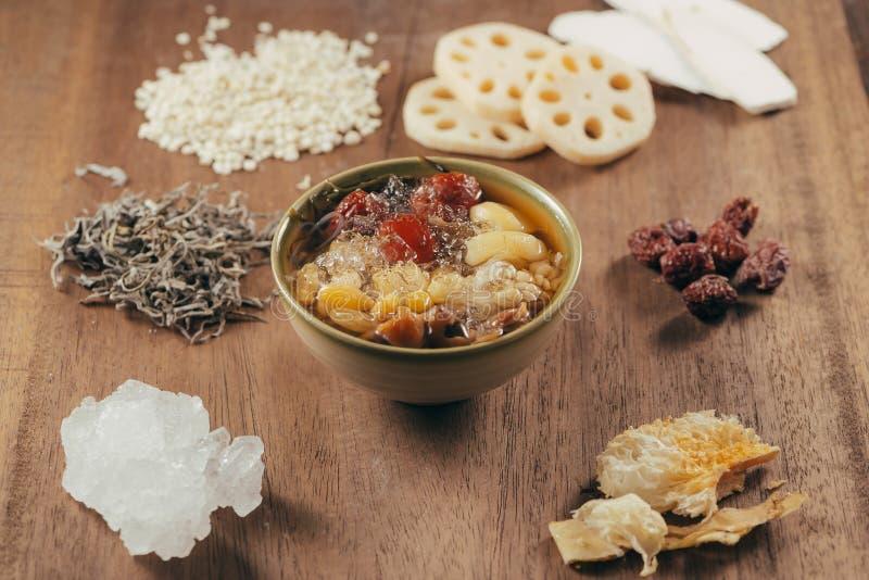Geassorteerd Vietnamees Dessert: Lotus betaalt, Witte geleipaddestoel, royalty-vrije stock foto's