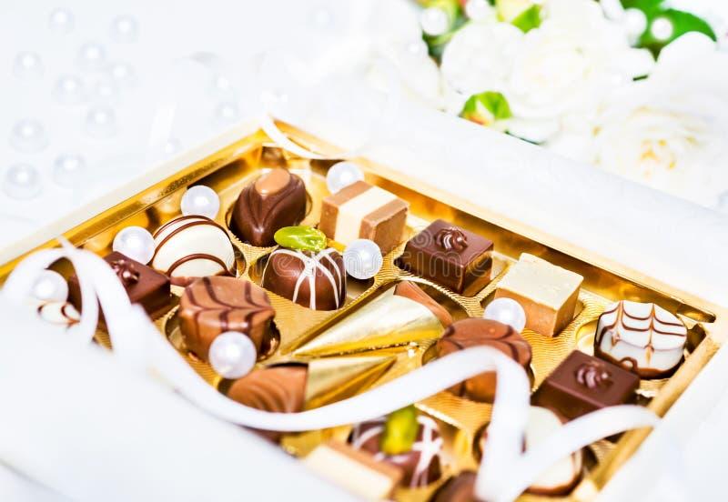 Geassorteerde chocoladetruffels stock foto's