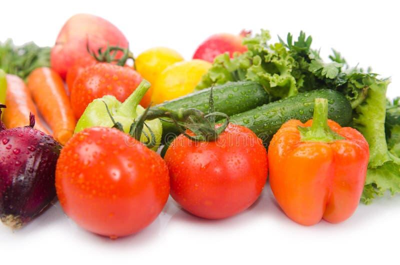 Geassorteerde die groenten op wit worden geïsoleerd stock foto