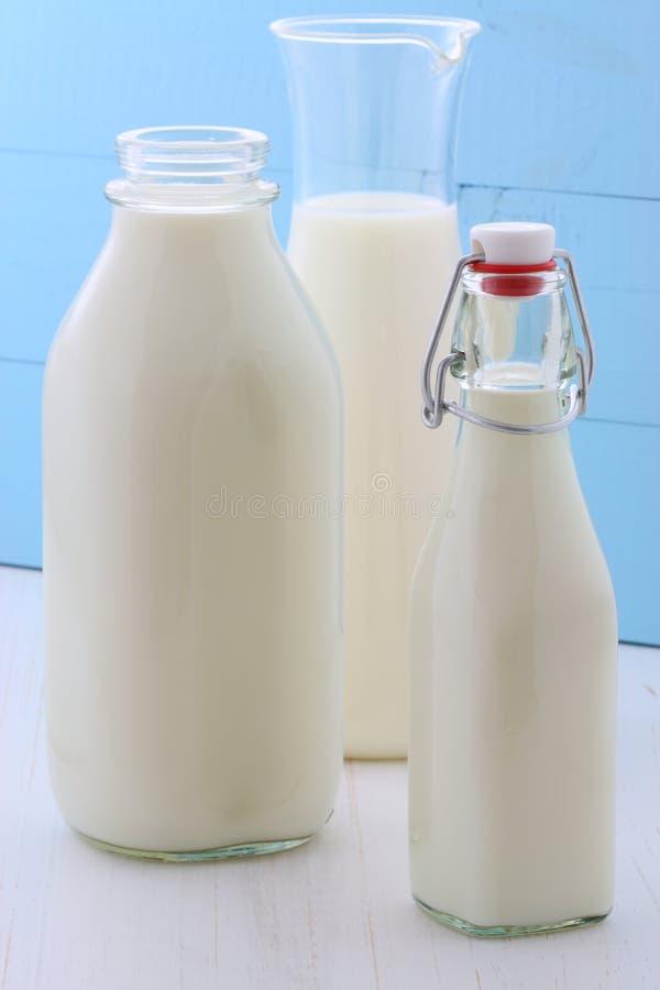 Geassorteerde en heerlijke melk stock afbeelding