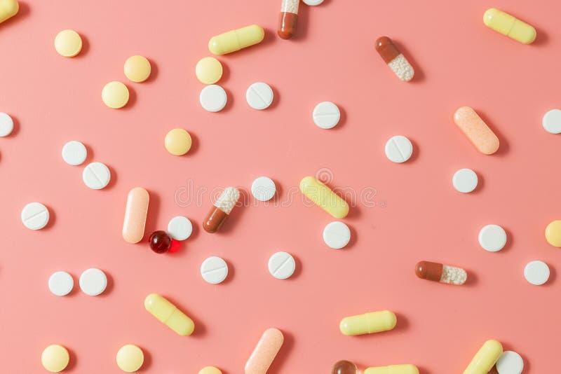 Geassorteerde farmaceutische geneeskundepillen, tabletten en capsules royalty-vrije stock fotografie