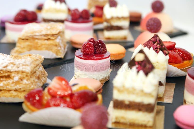 Geassorteerde fruitcakes voor vakantie Desserts met vruchten royalty-vrije stock foto's
