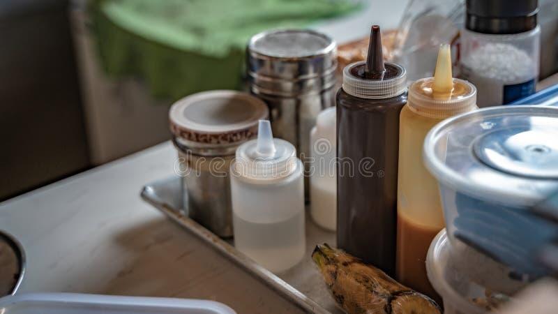 Geassorteerde het Bovenste laagjesaus van het Aromadessert stock fotografie