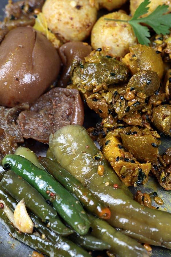 Geassorteerde Indische groenten in het zuur stock foto's