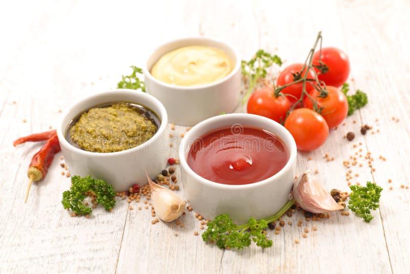 Geassorteerde saus en onderdompelingen stock foto