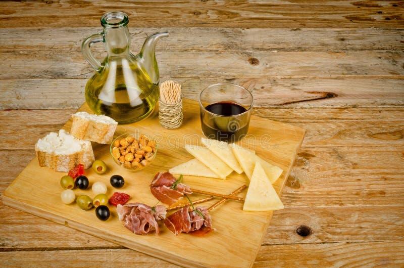 Geassorteerde Spaanse snacks stock afbeelding