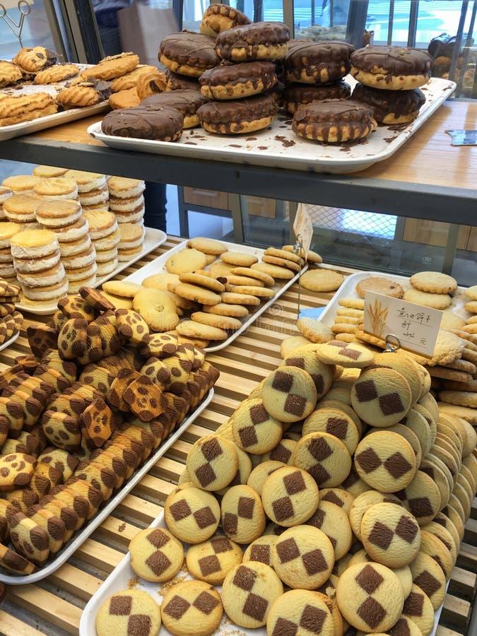Geassorteerde verse die koekjes en koekjes in China worden verkocht stock foto