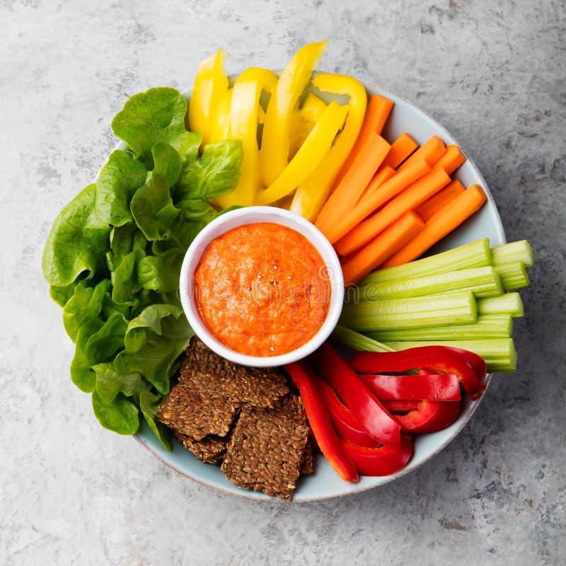 Geassorteerde verse groenten met onderdompeling het Gezonde eten royalty-vrije stock afbeelding