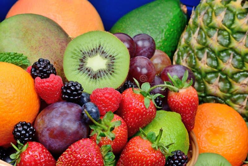 Geassorteerde vruchten kleurrijke achtergrond royalty-vrije stock foto