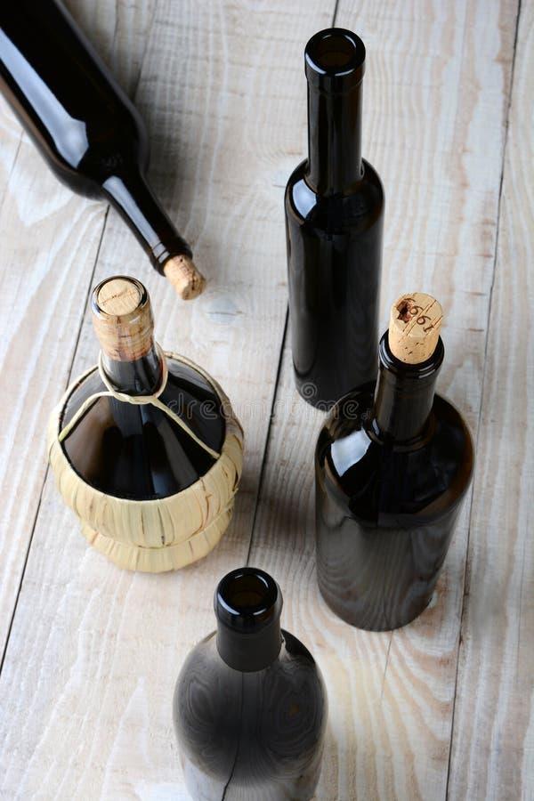 Geassorteerde wijnflessen royalty-vrije stock foto
