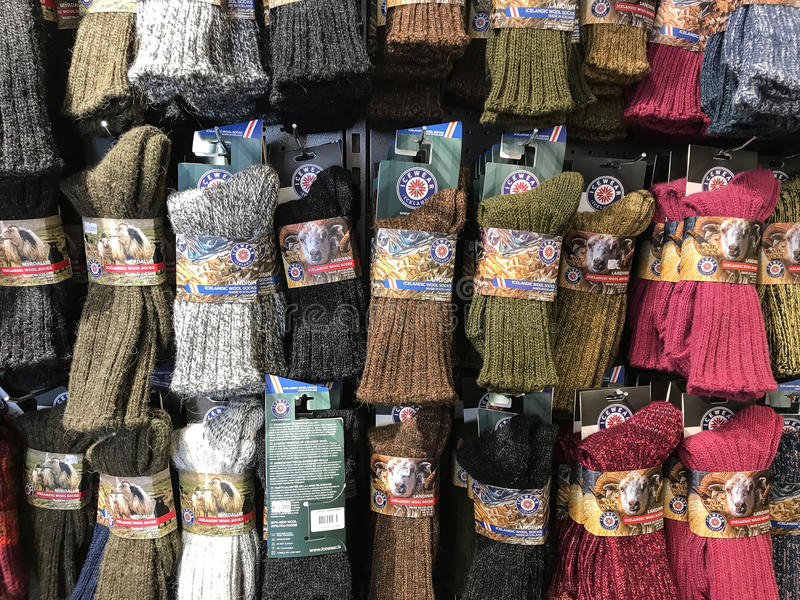 Geassorteerde wollen sokken voor verkoop stock foto