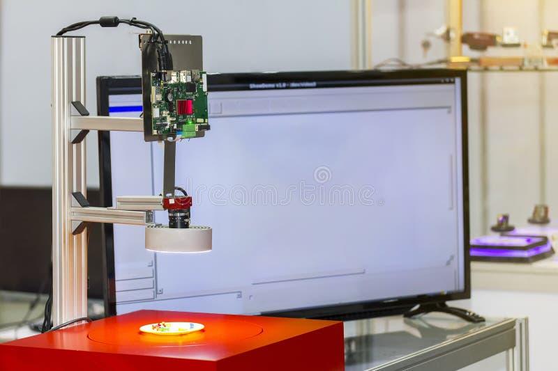 Geavanceerd technisch en nauwkeurigheid van visie die systeem voor kwaliteitscontrole in het industriële werk meten stock fotografie