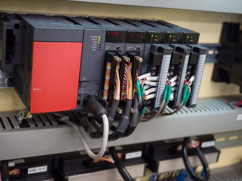 Geavanceerd technische Industriële Machinecontrole door PLC programing logboek stock fotografie