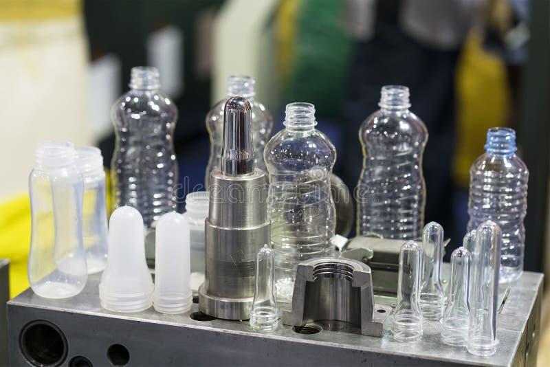 Geavanceerd technische Plastic kop industriële productie stock afbeeldingen