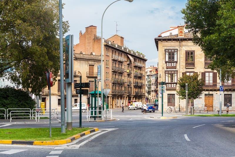 Gebäude auf dem Anfang von Calle Nueva in Pamplona, Spanien stockbild