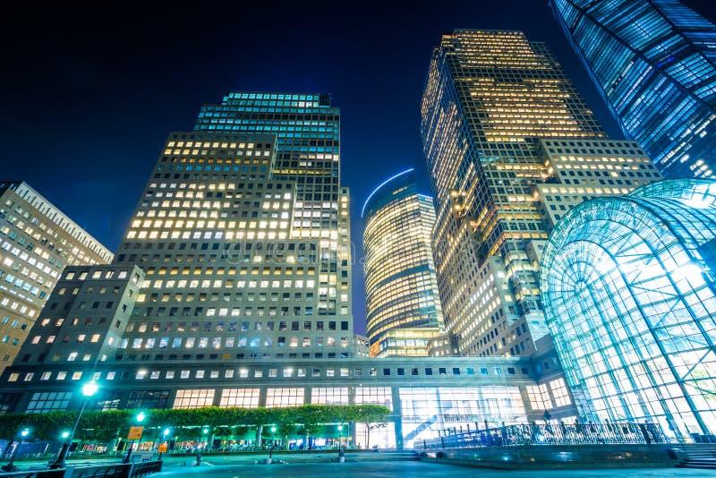 Gebäude in der Batterie Park City nachts, im Lower Manhattan, neu stockfotografie