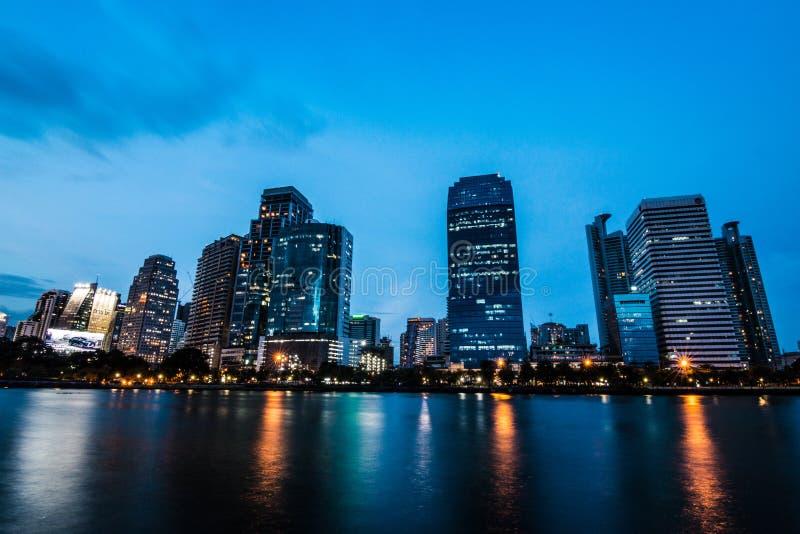 Gebäude in der Mitte von Bangkok stockbilder