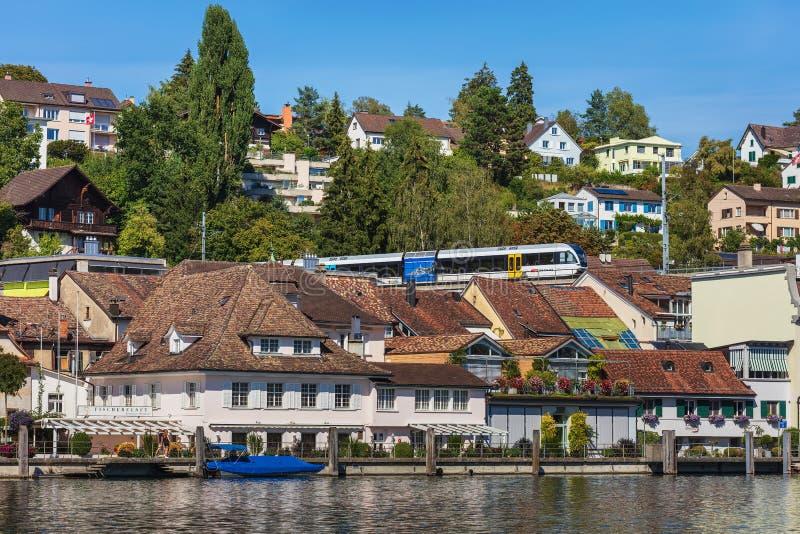 Gebäude der Stadt von Schaffhausen entlang dem Rhein lizenzfreie stockbilder