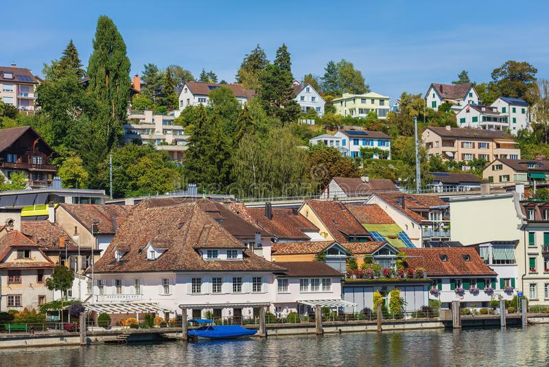 Gebäude der Stadt von Schaffhausen entlang dem Rhein stockfoto