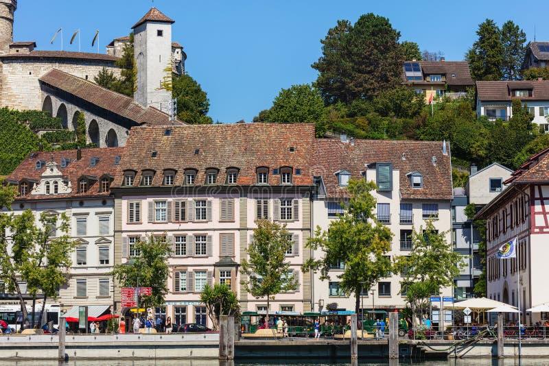 Gebäude der Stadt von Schaffhausen entlang dem Rhein lizenzfreie stockfotos