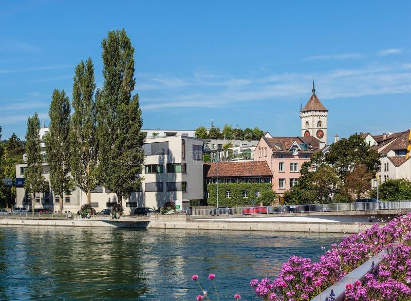 Gebäude der Stadt von Schaffhausen entlang dem Rhein lizenzfreies stockbild