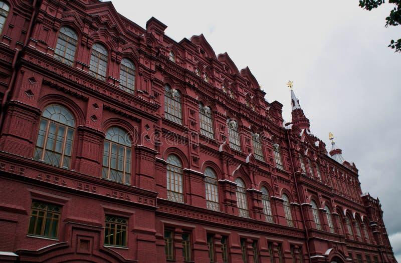Gebäude des historischen Museums auf Rotem Platz in Moskau stockfotos