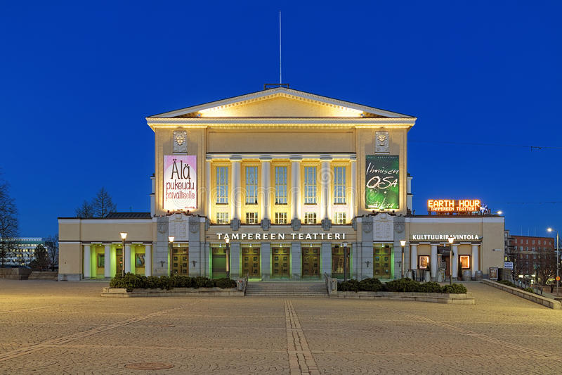 Gebäude des Tampere-Theaters am Abend, Finnland stockfotografie