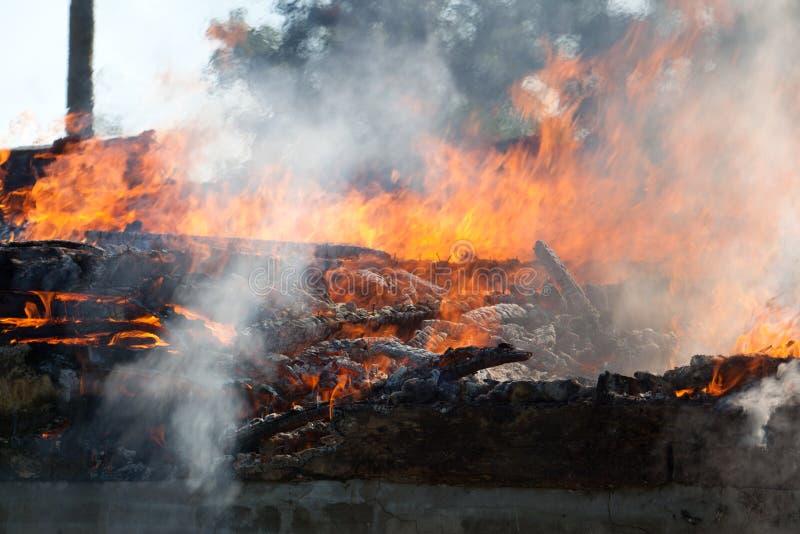 Gebäude-Feuer lizenzfreie stockbilder