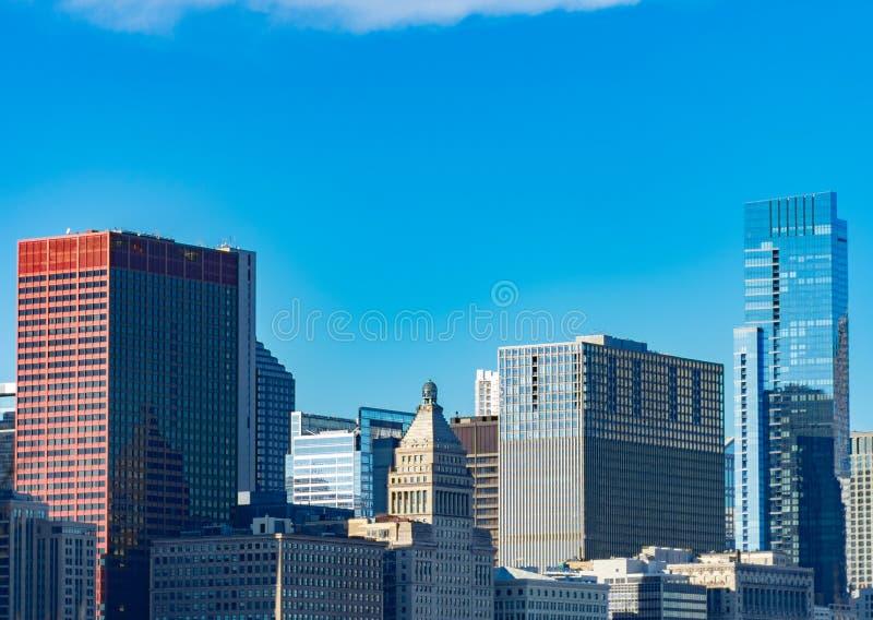 Gebäude in im Stadtzentrum gelegenem Chicago entlang Michigan-Allee stockbilder