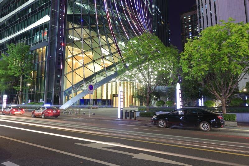 Gebäude Kk100 von Shenzhen-Stadt nachts lizenzfreie stockbilder