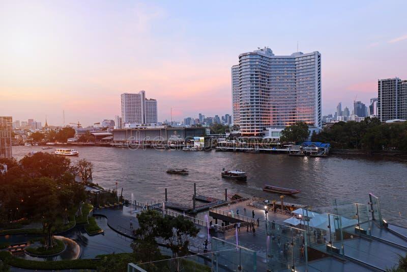 Gebäude-Markstein an der Ikone Siam lizenzfreie stockbilder