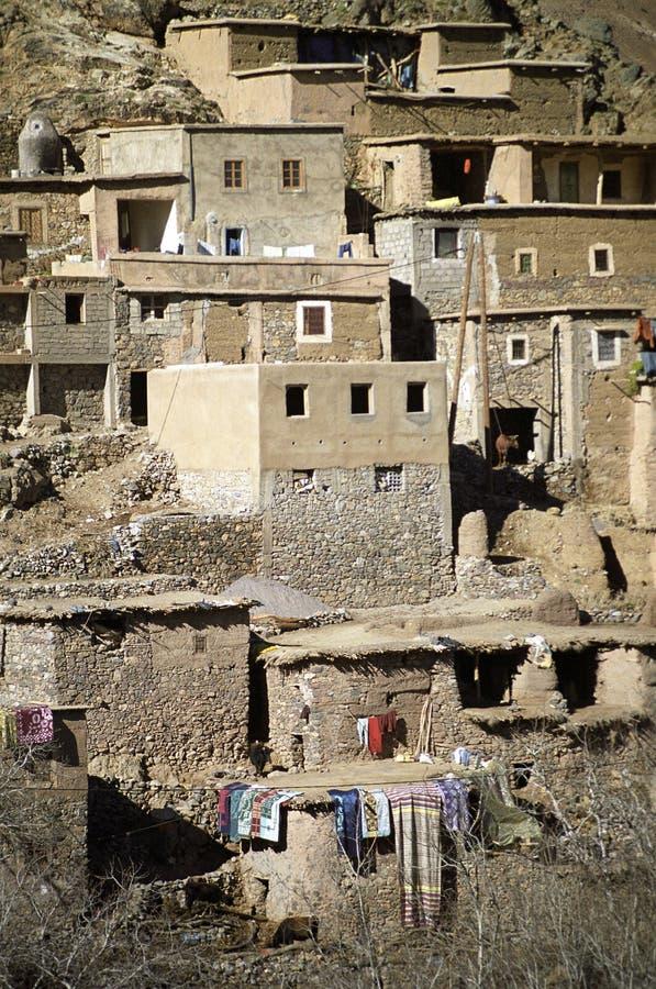 Gebäude mit hängender Wäscherei auf terassenförmig angelegter Steigung stockfotografie