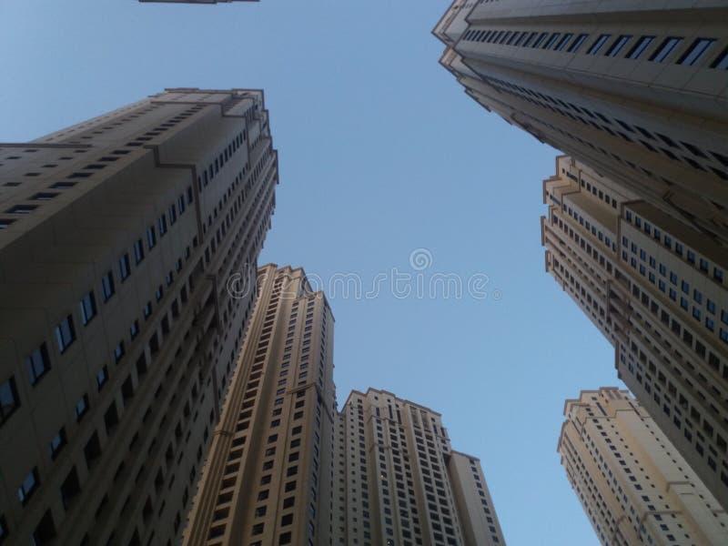 Gebäude mit Himmel lizenzfreie stockfotografie