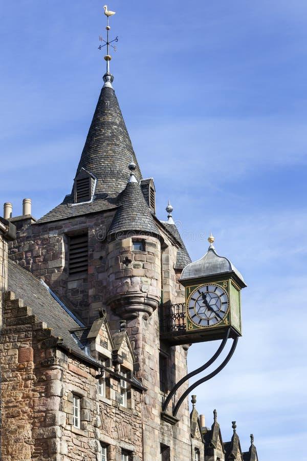 Gebäude mit Uhr in Edinburgh lizenzfreie stockfotos