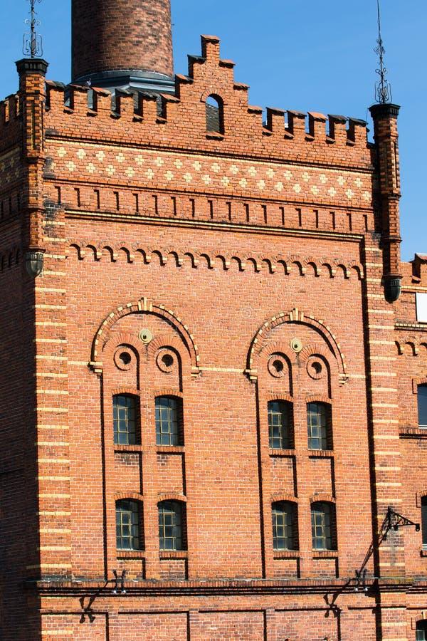 Gebäude mit Ziegelsteinmaurerarbeit - historische Brauerei stockfoto