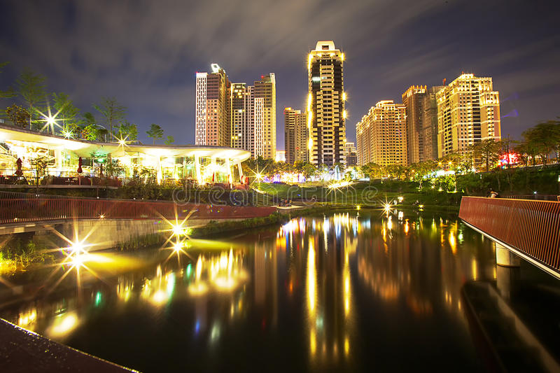 Gebäude nachts lizenzfreies stockfoto
