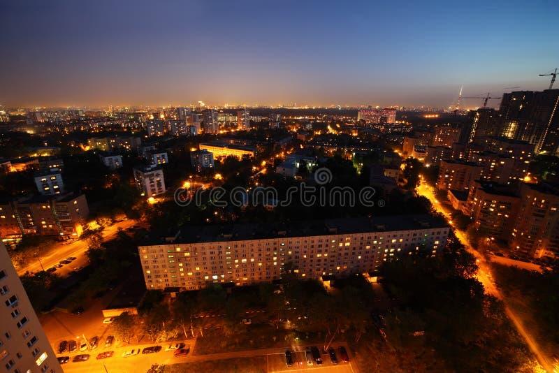 Gebäude nachts in Moskau, Russland stockfotos