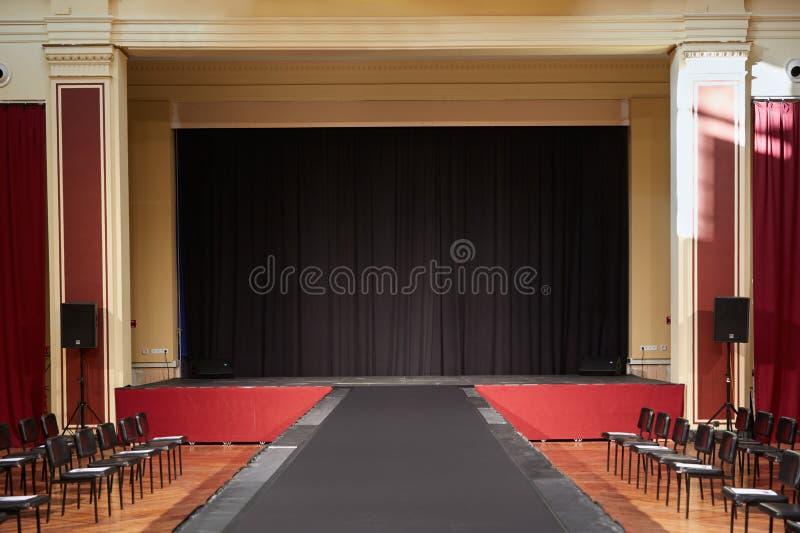 Gebäude Palais de L'Europe, Theaterinnenraum in Menton lizenzfreie stockfotografie