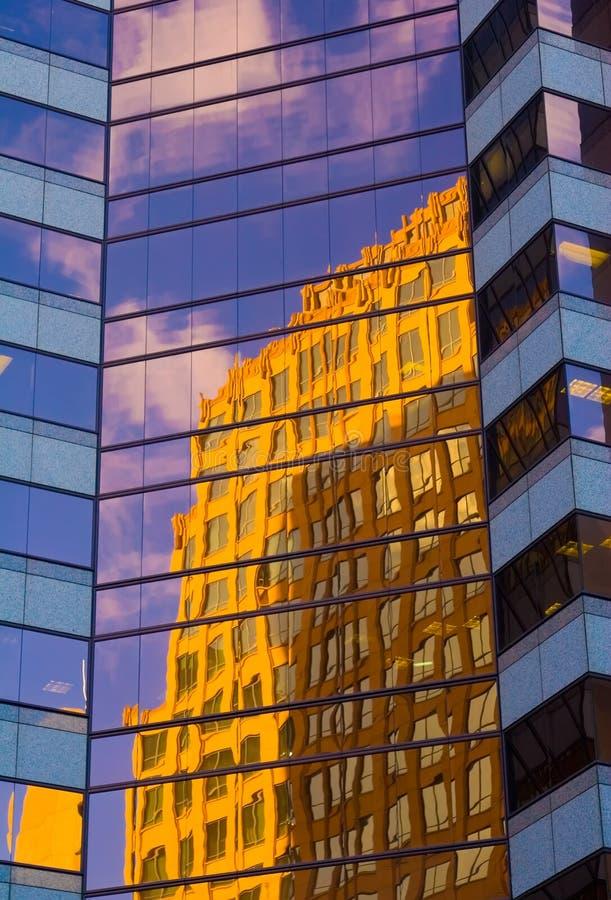 Gebäude-Reflexion lizenzfreies stockfoto