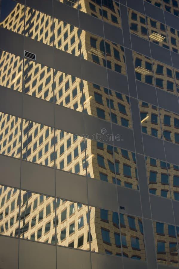 Gebäude-Reflexionen lizenzfreies stockfoto