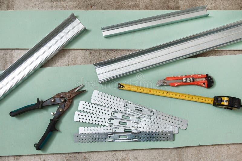 Gebäude und Reparaturwerkzeuge und -materialien stockbild